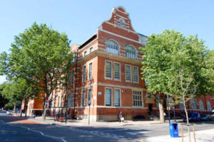 イギリスの名門大学 ロンドン大学シティ校 イメージ by Google
